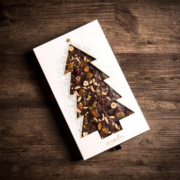 sapin à partager sujet en chocolat fêtes noel 2020 laurent le daniel mof meilleur ouvrier de france patisserie à rennes ille et vilaine bretagne relais desserts artisans chocolatiers rennais chocolat haut de gamme de qualité