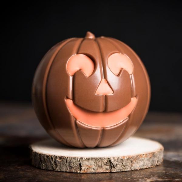 citrouille chocolat au lait chocolate garnie grignotins noisettes enrobées création halloween mof rennes bretagne